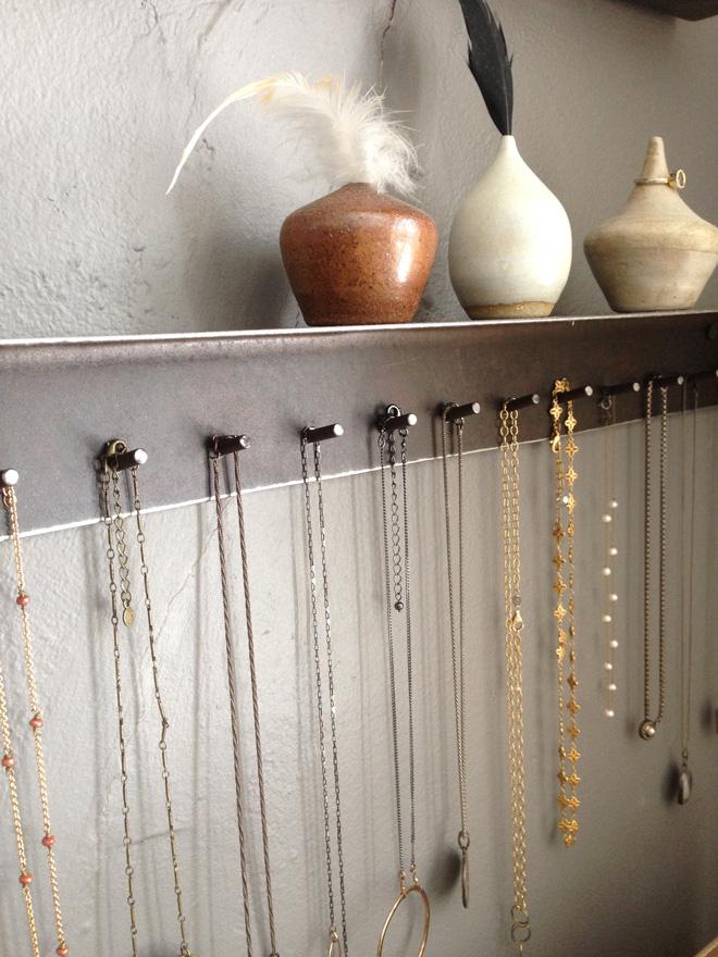 necklaceholder1